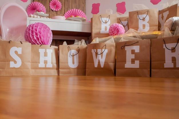Het is een meisje. babyshower. decoratie voor feest. Premium Foto