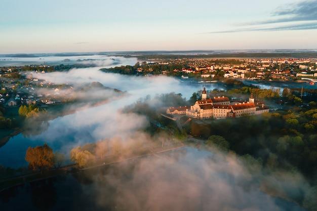 Het kasteel van nesvizh is een woonkasteel van de familie radziwill in nesvizh Premium Foto