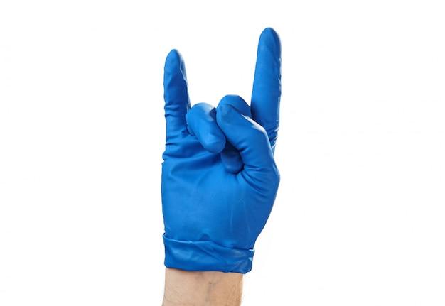 Het mannetje dient handschoen op een witte achtergrond, een goed idee in. Premium Foto