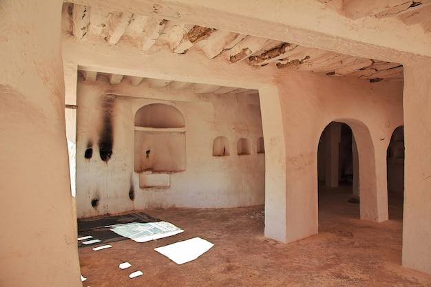 Het oude graf in de stad van gr atteuf, de woestijn van de sahara, algerije Premium Foto
