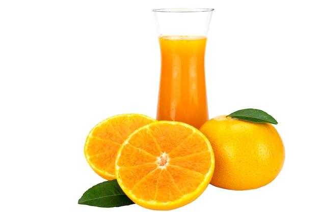 Het verse jus d'orangefruit drinkt glas over wit Gratis Foto