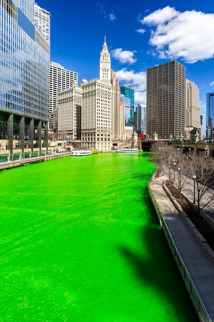 Het verven van river chicago st 'partick day. Premium Foto