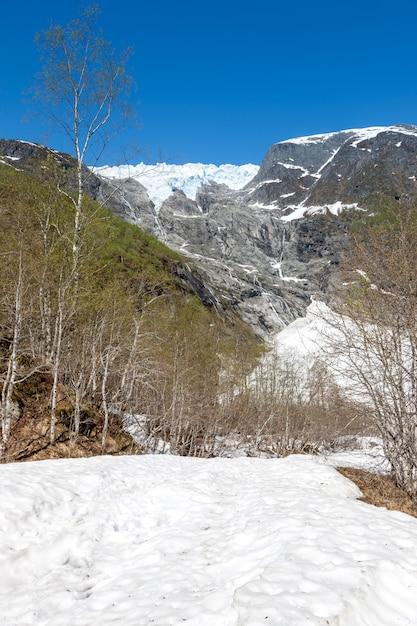 Het vroege voorjaar in de bergen, noorwegen Gratis Foto
