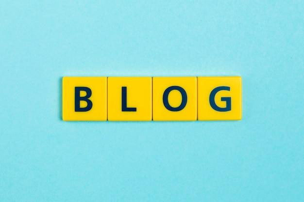 Het woord van blog op graait tegels Gratis Foto