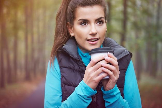 Hete thee is een goed idee voor een bevroren dag Gratis Foto