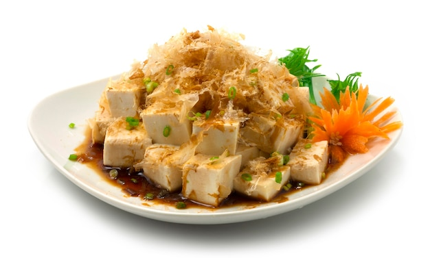 Hiyayakko japanse gekoelde tofu agedashi tofu voorgerechtschotel Premium Foto