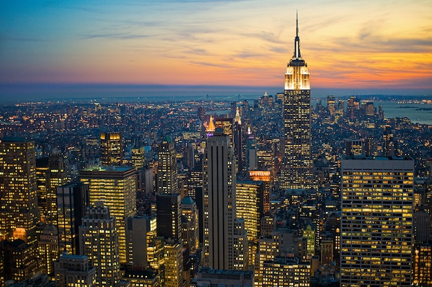 Hoge hoek die van stadsgebouwen in new york manhattan is ontsproten Gratis Foto