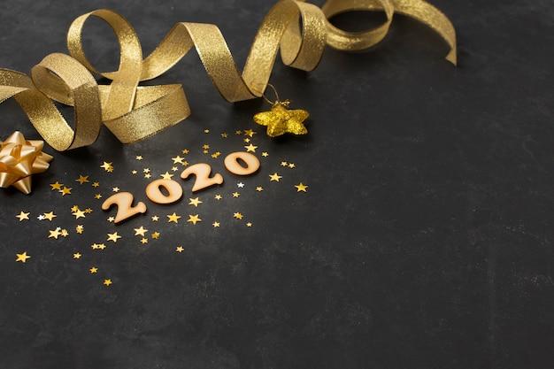Hoge hoek gouden thema voor het nieuwe jaar Gratis Foto