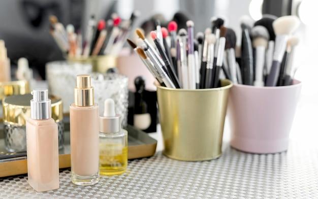 Hoge hoek make-up producten Gratis Foto