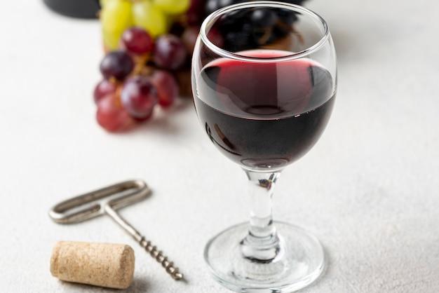 Hoge hoek rode wijn in glas Gratis Foto