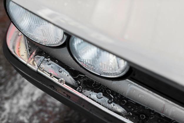 Hoge hoek schone oude auto Premium Foto