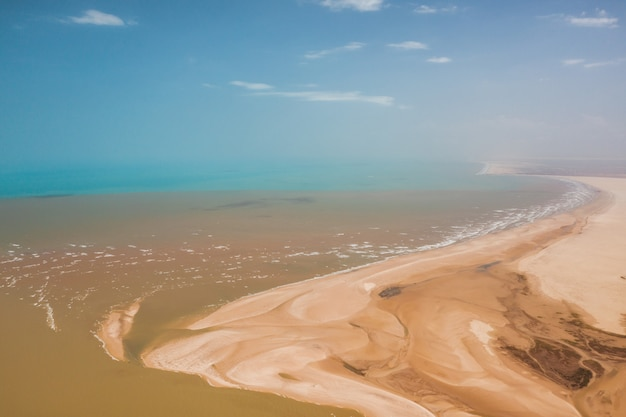 Hoge hoek schot van de zandige heuvels van de delta van parnaiba in noord-brazilië Gratis Foto