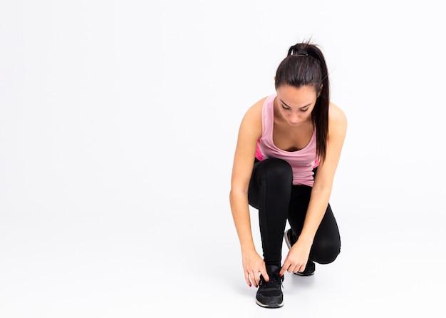 Hoge hoek vrouwelijke bindende veters schoenen Gratis Foto