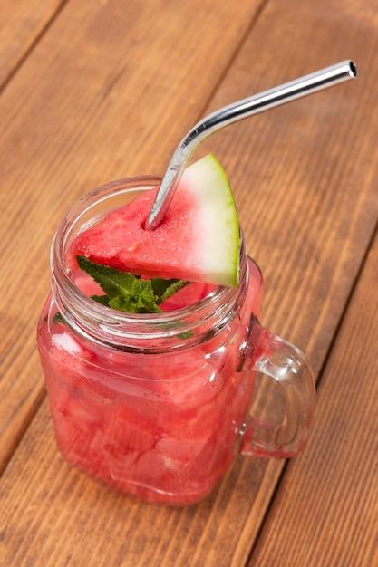 Hoge hoek watermeloen drankje Gratis Foto