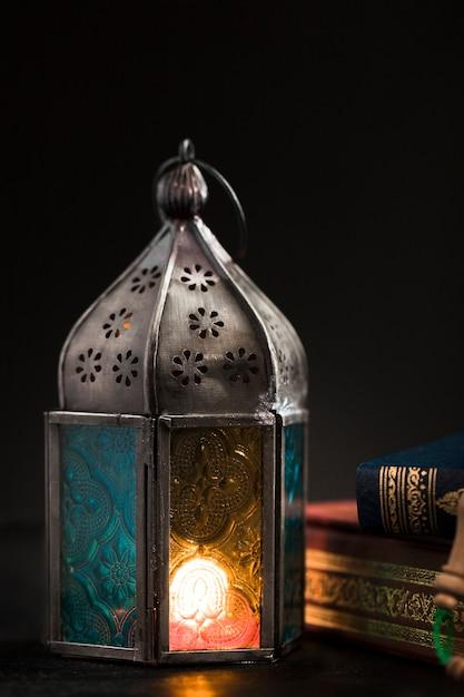 Hoge hoekkaars op ramadan dag Premium Foto
