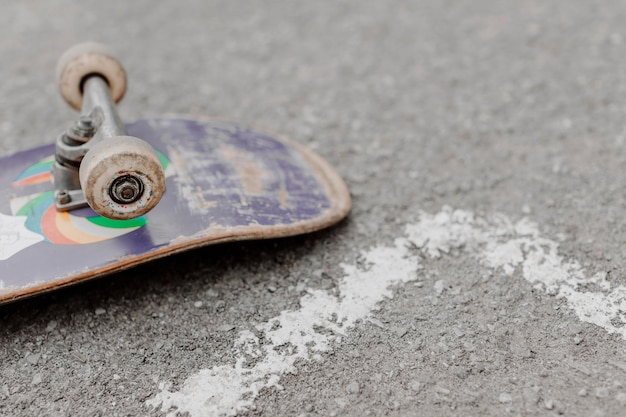 Hoge mening ondersteboven skateboard Gratis Foto