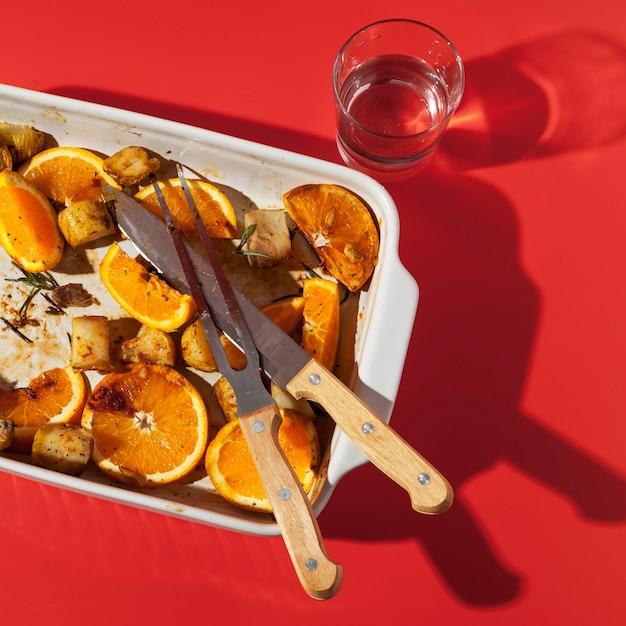 Hoge mening overgebleven gebakken aardappelen met citroen Premium Foto