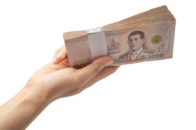 Holding stapel thaise baht bankbiljetten op witte achtergrond Premium Foto