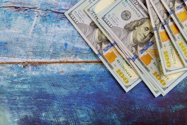 Honderd-dollarbiljetten, amerikaans contant geld. bedrijfsconcept. Premium Foto