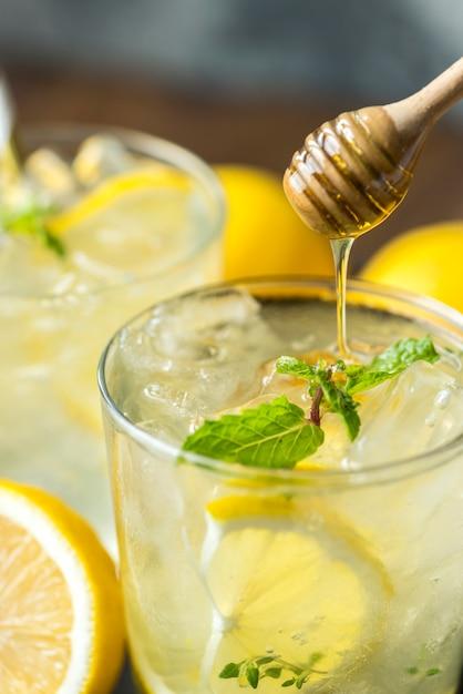Honey lemon soda beverage photography Gratis Foto