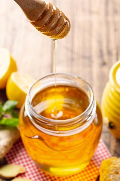 Honing die van dipper in pot druipt Gratis Foto