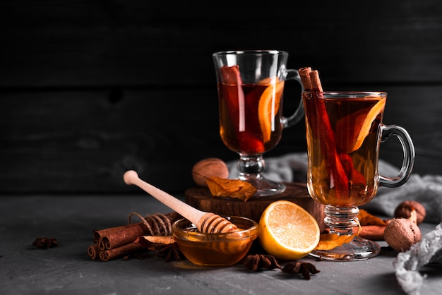Honing en kaneel thee met kopie ruimte Gratis Foto