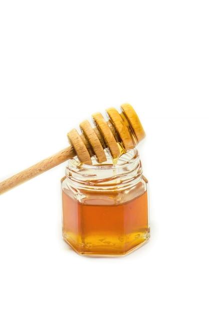 Honing op een witte achtergrond. selectieve aandacht. voedsel. Premium Foto