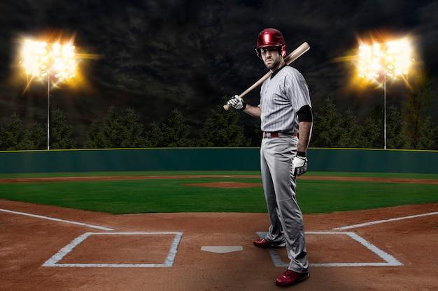 Honkbalspeler op een honkbalstadion. Gratis Foto