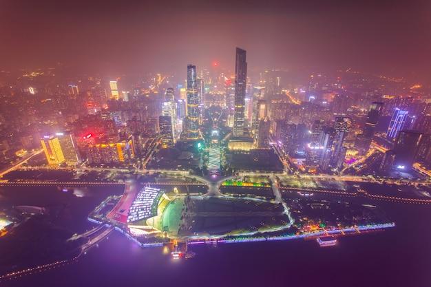 Hoogste mening van het centrale bedrijfsdistrict van de stad van guangzhou bij schemer Premium Foto
