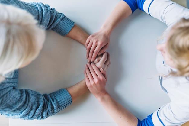 Hoogste mening van vrouw in pensioneringshuis Gratis Foto