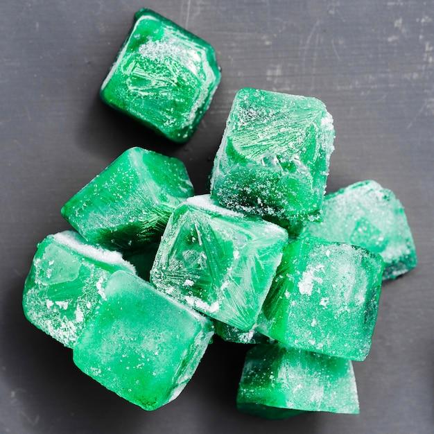 Hoop groene ijsblokjes Gratis Foto