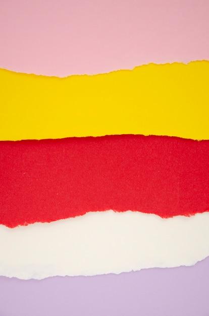 Horizontale lijnen van gescheurd gekleurd papier Gratis Foto