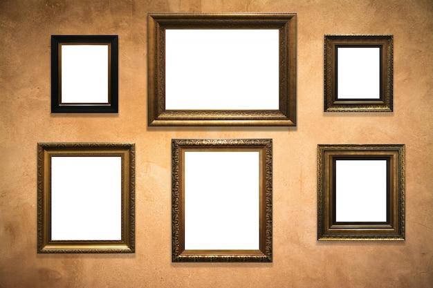 Houten afbeeldingsframe op oude muur achtergrond Premium Foto