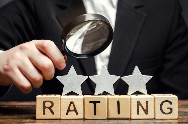 Houten blokken met het woord rating Premium Foto