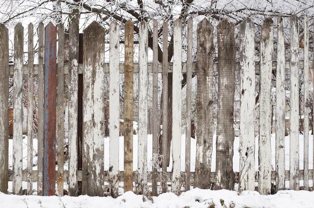 Houten hek in de winter Premium Foto
