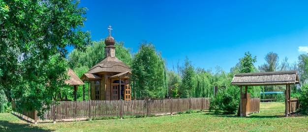 Houten kapel in de stad vilkovo, oekraïne Premium Foto