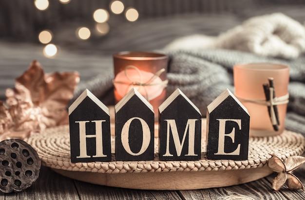 Houten letters met het opschrift huis. Gratis Foto