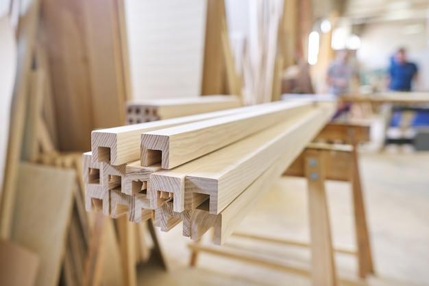 Houten meubeldetails, timmerwerk houtbewerking woodshop Premium Foto