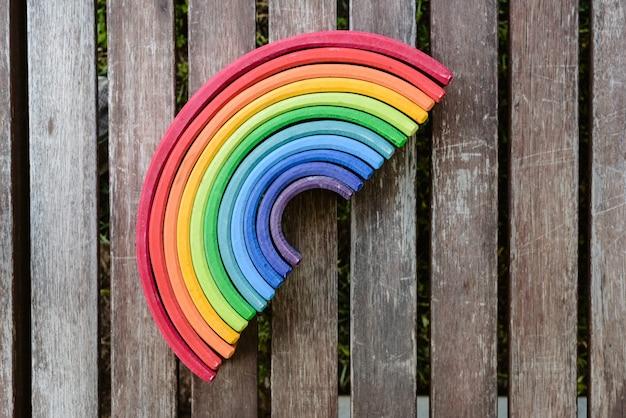 Kleur Veel Kleur : Houten regenboogspeelgoed met veel kleuren voor kinderen die leren