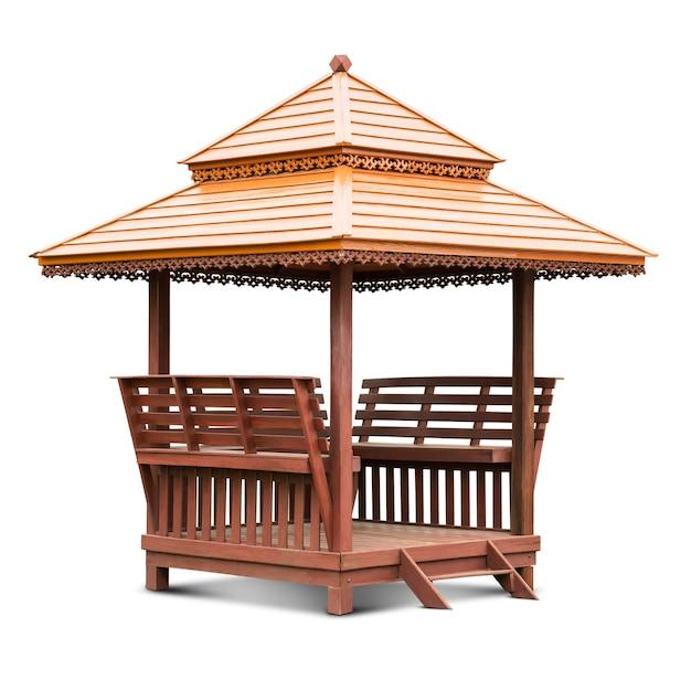 Houten rust gazebo paviljoen geïsoleerd op wit met uitknippad Premium Foto
