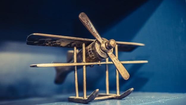 Houten vliegtuigmodel Premium Foto