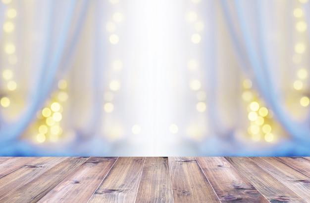 Houten vloer over wit gordijn en licht bokeh foto premium download