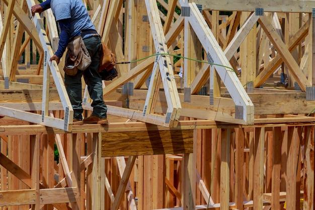 Houten woning dak woningbouw thuis inlijsten Premium Foto