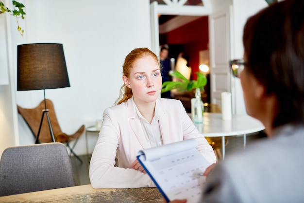 Hr-manager interview voeren Gratis Foto