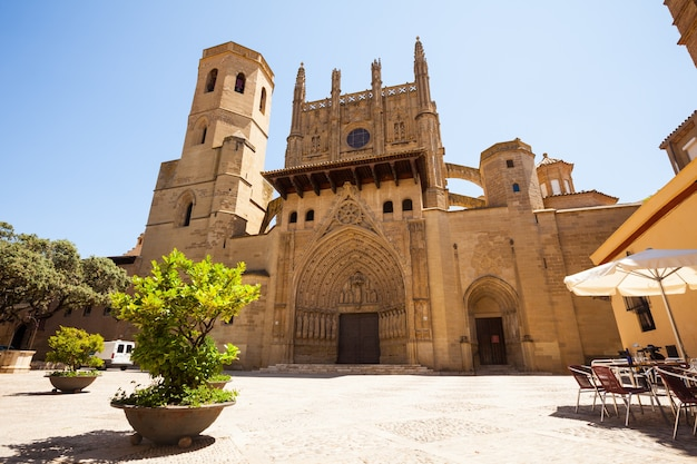 Huesca cathedral in zonnige dag. aragon Gratis Foto