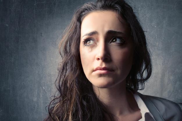 Huilende trieste vrouw Premium Foto