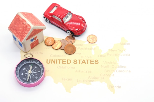 Huis en kompas op een amerikaanse kaart Premium Foto
