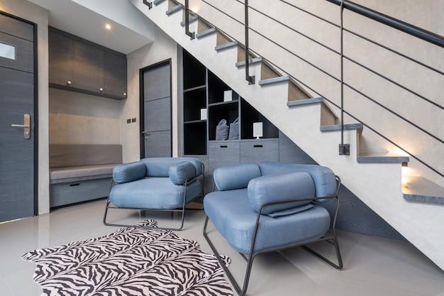 Huis interieur loft stijl met trap Premium Foto