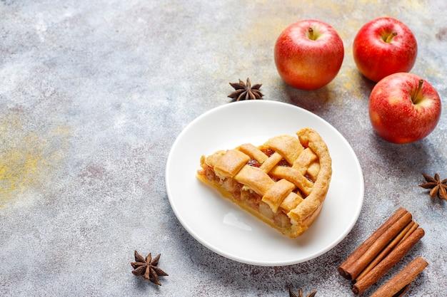 Huisgemaakte mini appeltaart met kaneel. Gratis Foto