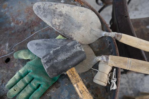 Hulpmiddelen voor het werken met cement Premium Foto